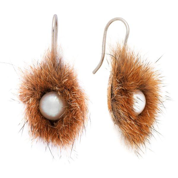 SONNENECK – Ohrhänger mit Fuchsfell und Perle