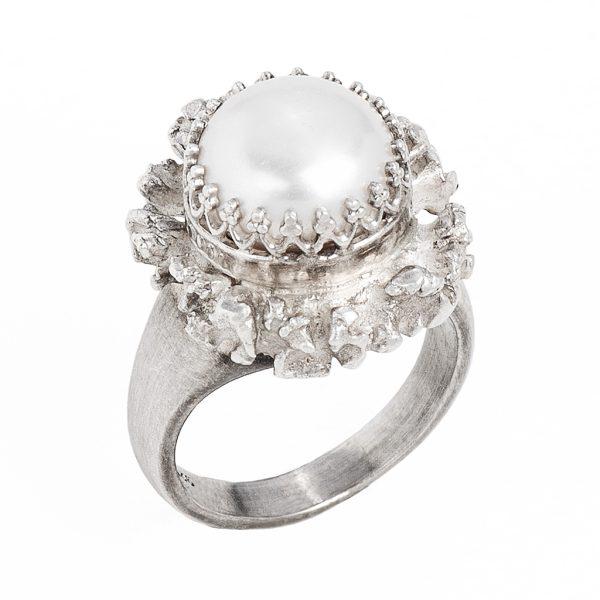 ABENDSPITZE – Hornrose in Silber mit Perle auf Bandring