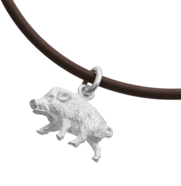 GRAUENSTEIN – Wildschwein am Lederband
