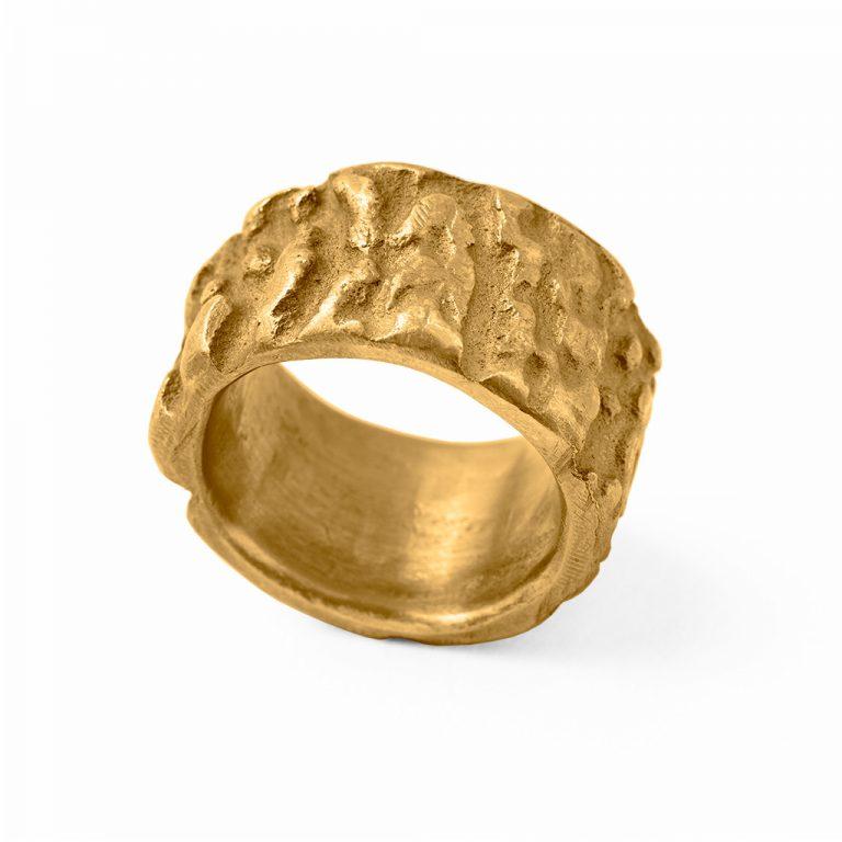 Gelbgoldring mit Hornstruktur –Jagdschmuck von Pia Laflör